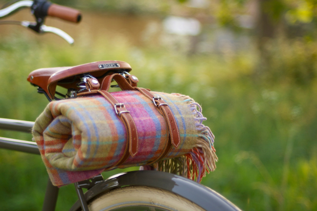 BEG Bicycles 100% Lambswool Picnic Rug and Leather Saddle Strap