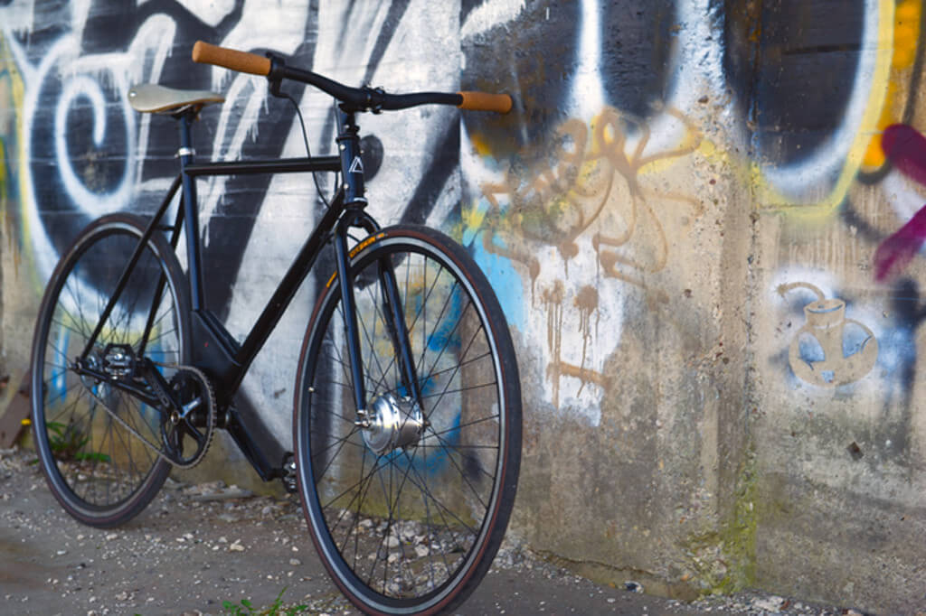 Maxwell Motorbikes Designs an Ultralight E-Bike
