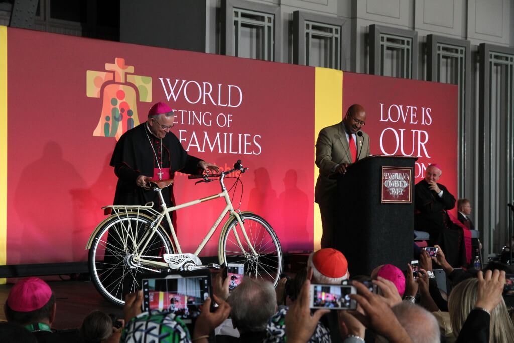 The City of Philadelphia Gives Pope Francis a 'People's Bike'