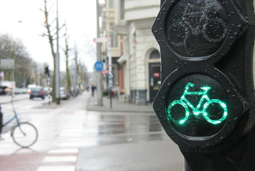 Copenhagen Invests in 380 Bike-friendly Intelligent Traffic Lights
