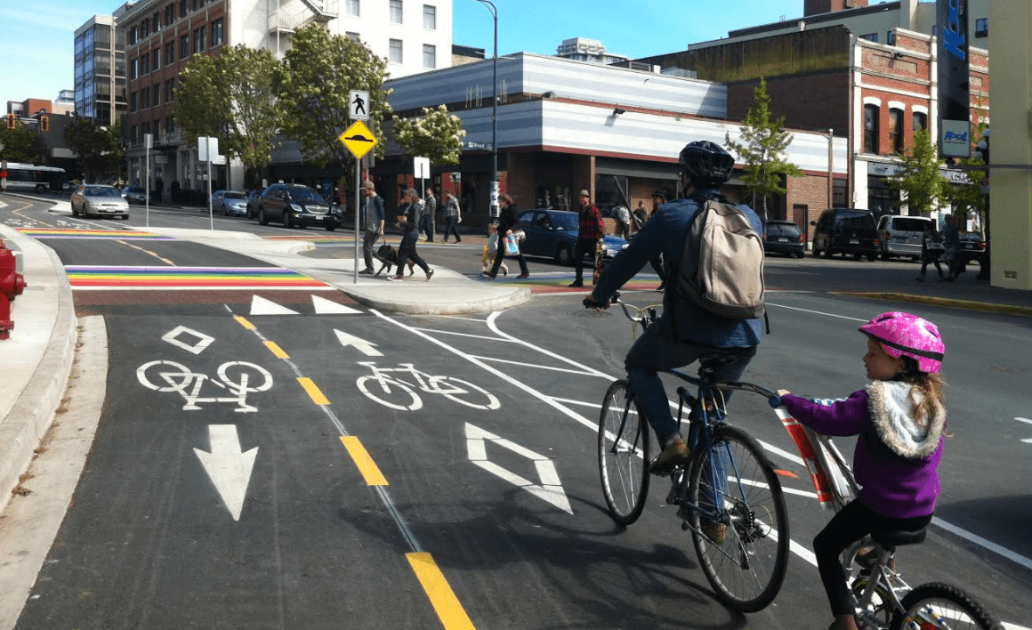 Pedalling Pandora – Victoria premieres its 1st protected bike lane