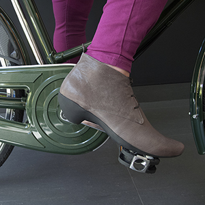 Heels on Wheels – Tracey Neuls Fern Bike