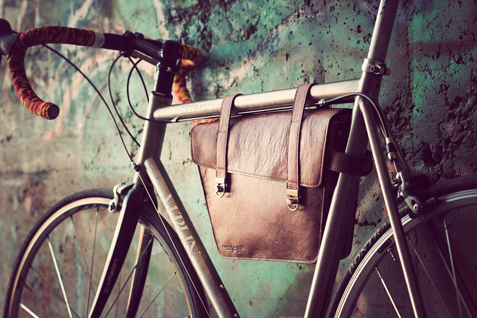 Leather And Wood Bags From Nisnas Industries Momentum Mag